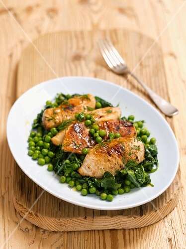 Grilled chicken breast with spinach and peas