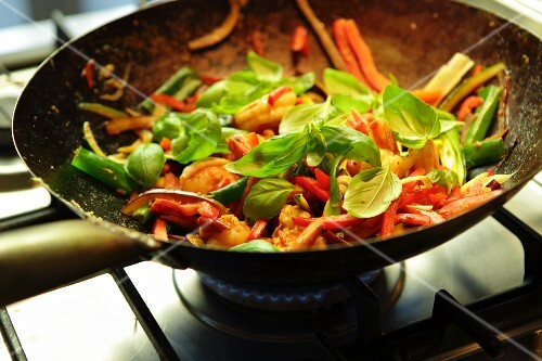 Stir-fried prawns with vegetables and basil