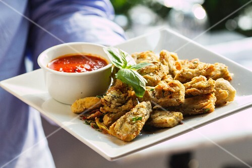 Deep-fried vegetables with tomato sauce