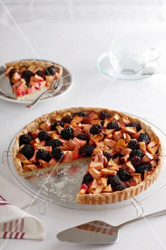 Apple and blackberry cake