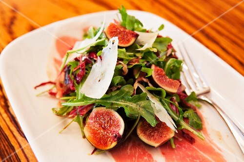 Rocket salad with figs, Parma ham and Parmesan
