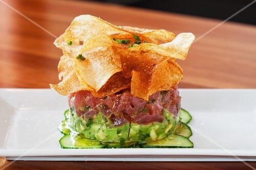 Avocado and tuna tatar with potato chips