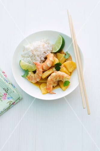 Prawn curry with pineapple and limes