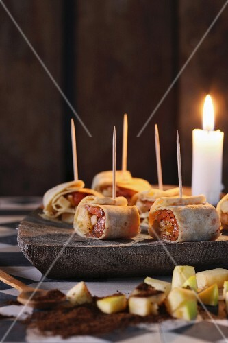 Wraps with preserved apples, salmon and Aquavit for Easter