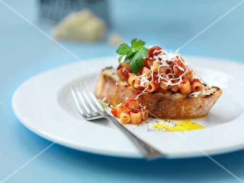 Pasta and tomato sauce on toast
