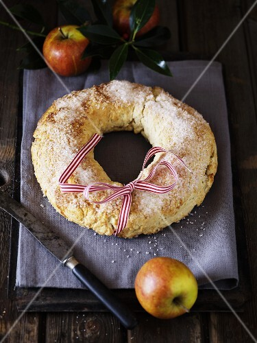A Christmas apple ring