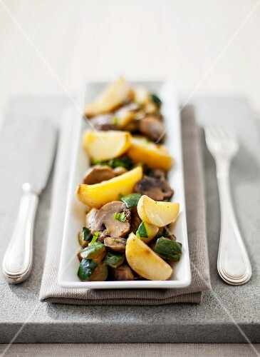 Potatoes with courgettes and mushrooms