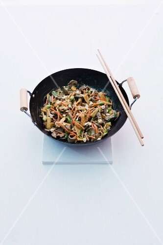 Stir-fried teriyaki beef with baby corn cobs and carrots