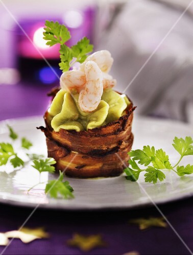 Crispy bacon baskets with avocado mousse and prawns