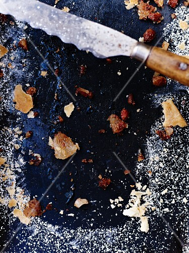 Remains of apple strudel on a baking tray with a knife