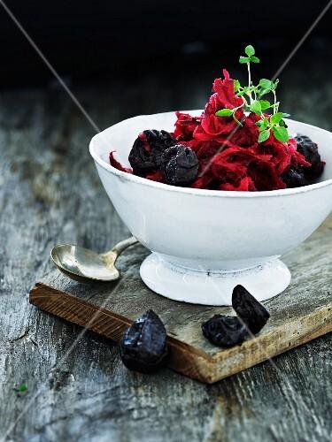 Beetroot salad with prunes