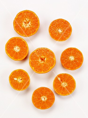 Clementine halves (seen from above)