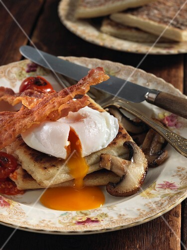 Potato farls (fried potato bread) with egg, bacon and mushrooms (Irish breakfast)