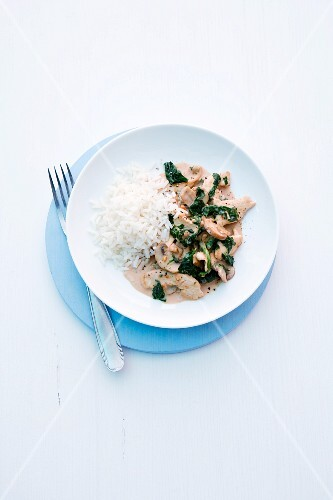 Chicken with spinach and peanut sauce