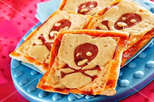 Mini children's pizzas decorated with pirate flags