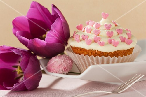 A cupcake for a wedding