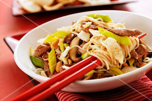 Noodles with beef and shiitake mushrooms (Asia)