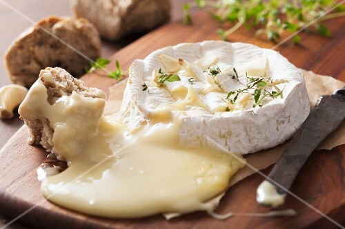 Baked Camembert with thyme and garlic