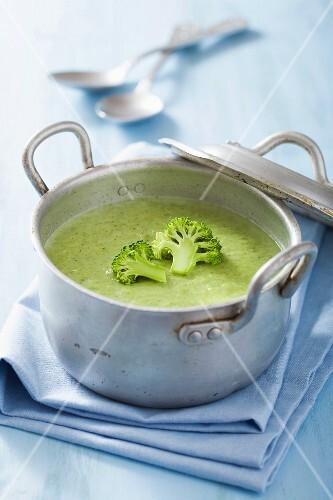 Broccoli soup with gorgonzola