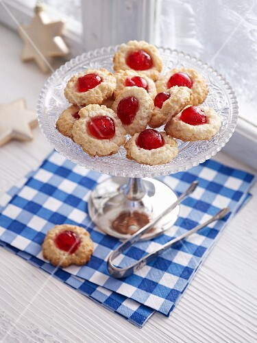 Coconut macaroons with Lübeck marzipan and glacé cherries