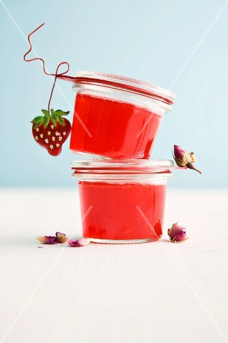 Strawberry and rose jelly