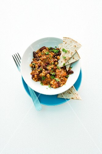 Chilli con tofu with unleavened bread
