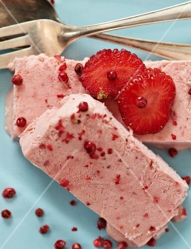 Strawberry parfait with red pepper