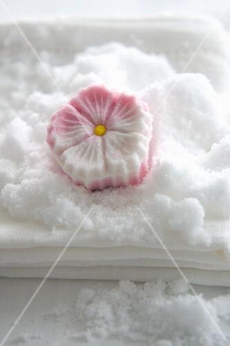 A sugar flower made from compacted icing sugar (Rakugan)