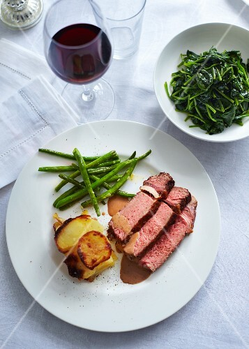 Roast beef with potato gratin, green beans and spinach salad