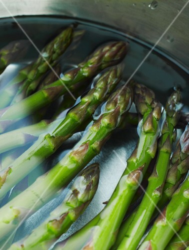 Green asparagus in water
