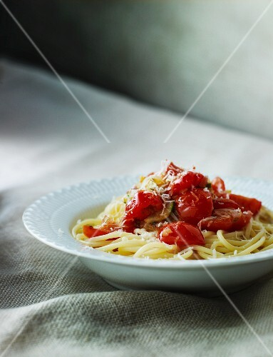 Linguine with steamed cherry tomatoes and Parmesan