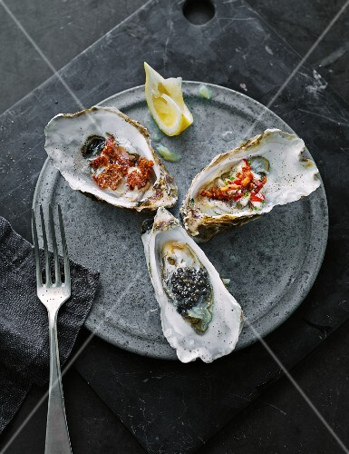 Oyster appetisers with lemon