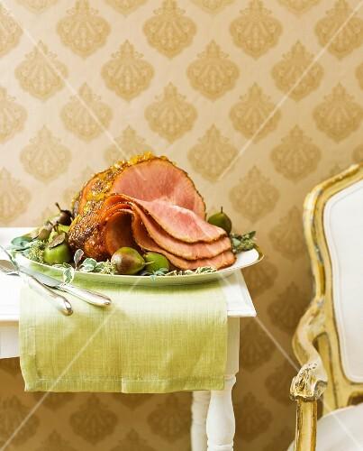 Roast ham with a pineapple glaze (Christmas)
