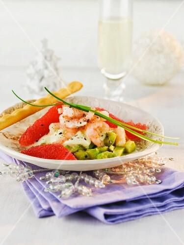 Avocado tartar with prawns and grapefruit (Christmas)