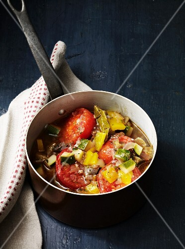 Vegetable stew with tomatoes and herbs