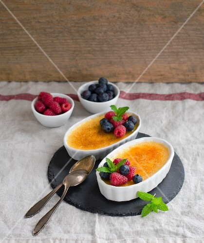 Creme brulee with raspberries and blueberries