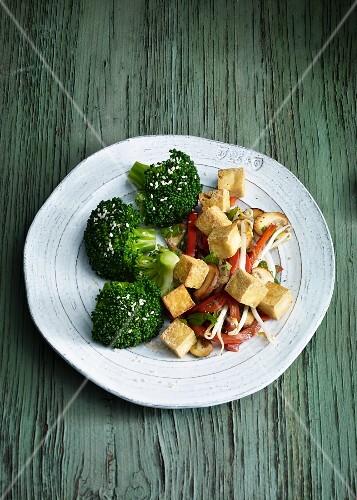 Fried tofu with sesame seeds and broccoli