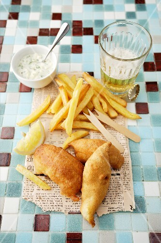 Fish & chips with tartare sauce and beer