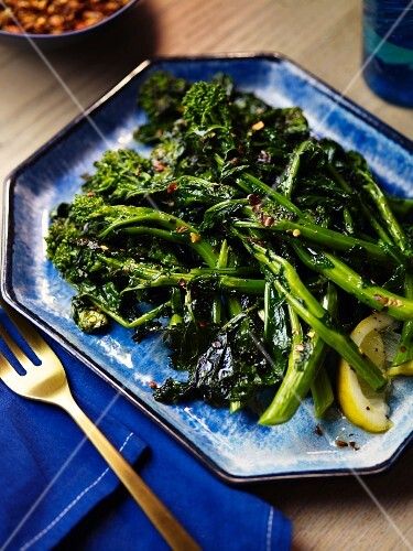Fried broccolini with green kale and lemon