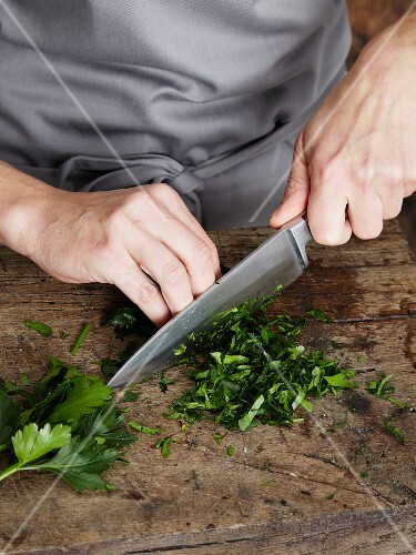 Parsley being chopped to make a smoothie