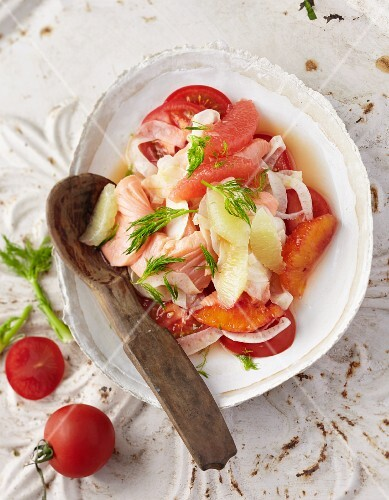 Salmon on fennel slices with citrus fruits