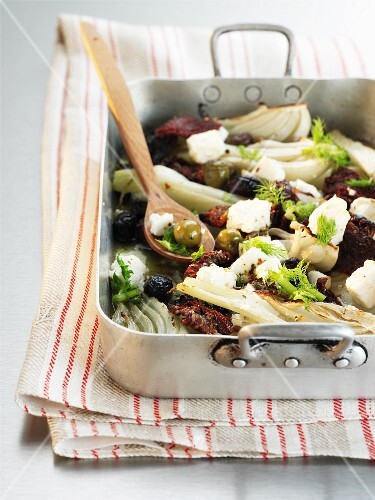 Fennel bake with dried tomatoes, olives and feta cheese