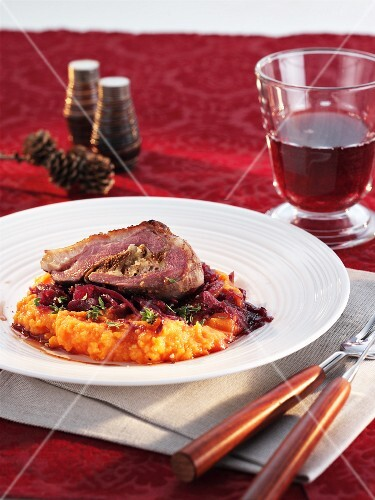 Stuffed goose breast on a bed of red cabbage and mashed sweet potato (Christmas)