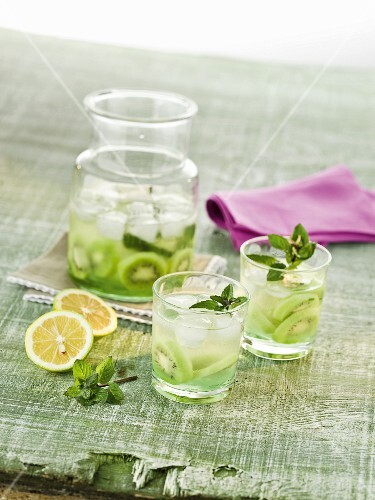 Kiwi punch with fresh mint