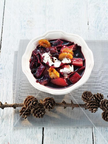 Red cabbage stew with dried fruits and creme fraiche (Christmas)