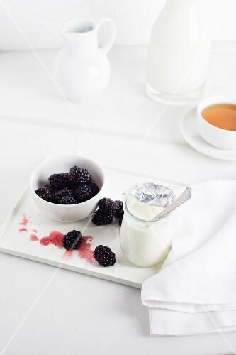 Natural yogurt, fresh blackberries and a cup of tea