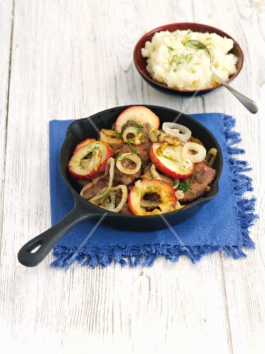 Chicken liver with apple and onion served with mashed potatoes