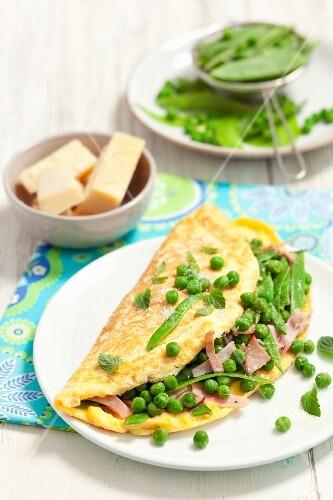 Omelette with peas, ham and Pecorino