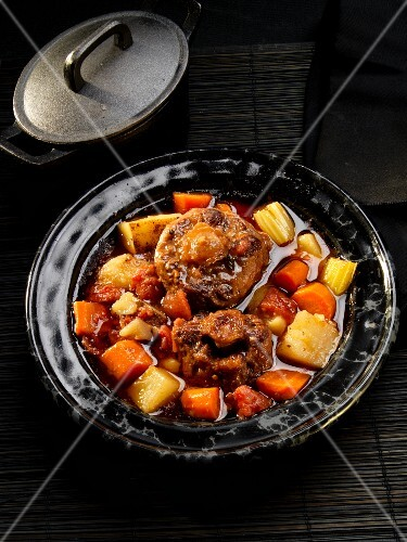 Braised ox tails with root vegetables and celery