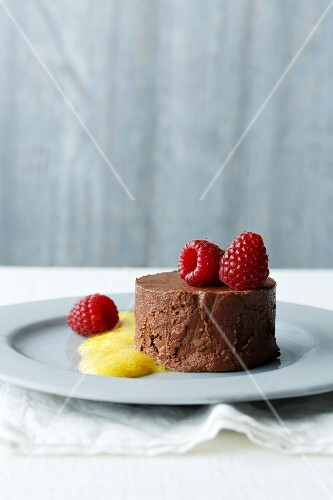 Chocolate nougat mousse with raspberries